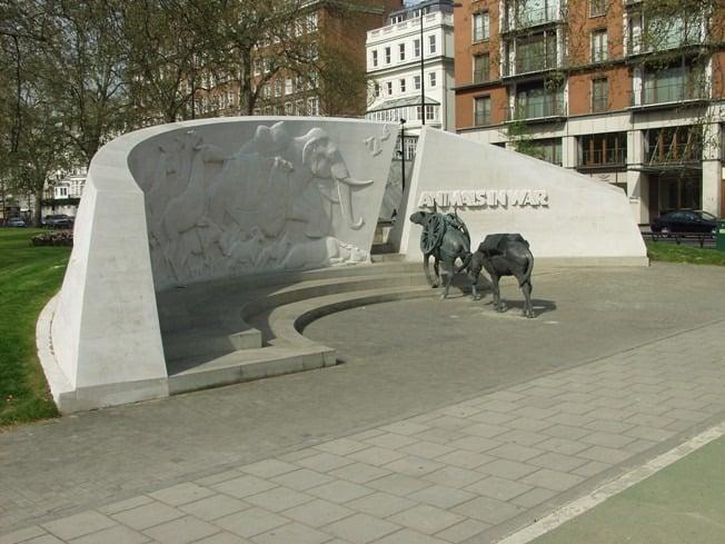 Maintenance of bronze and stone Animals in War Park Lane