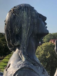Cleaning bronze statues